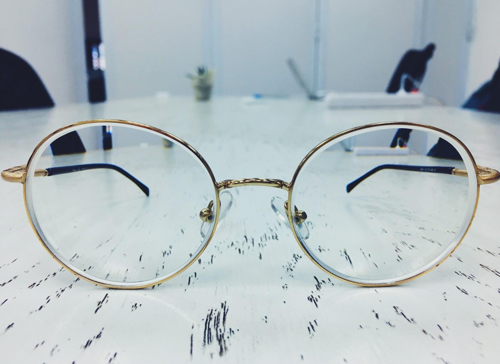 قم بارتداء نظارتك وقل لي ماذا ترى الآن؟