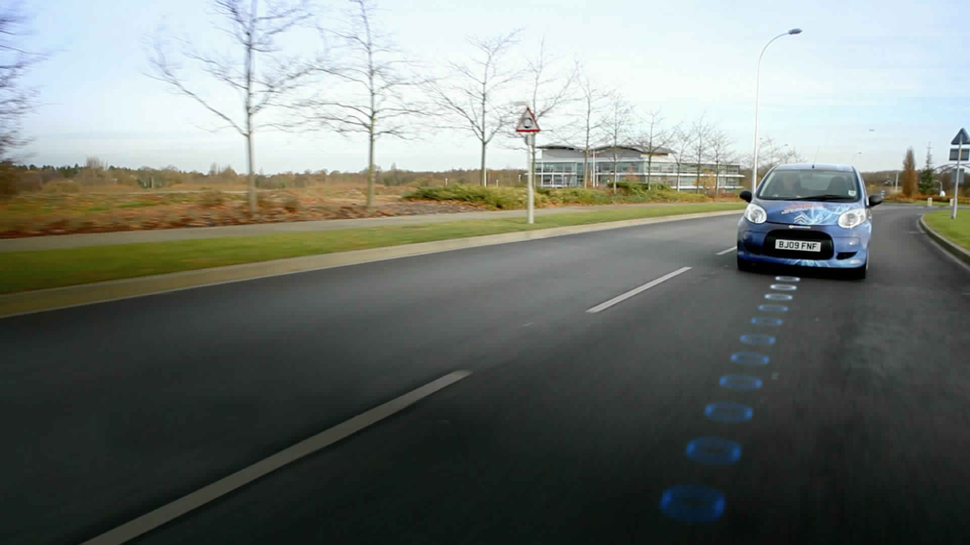 Qualcomm: Charge Your Electric Car While Travelling  at Highway Speeds